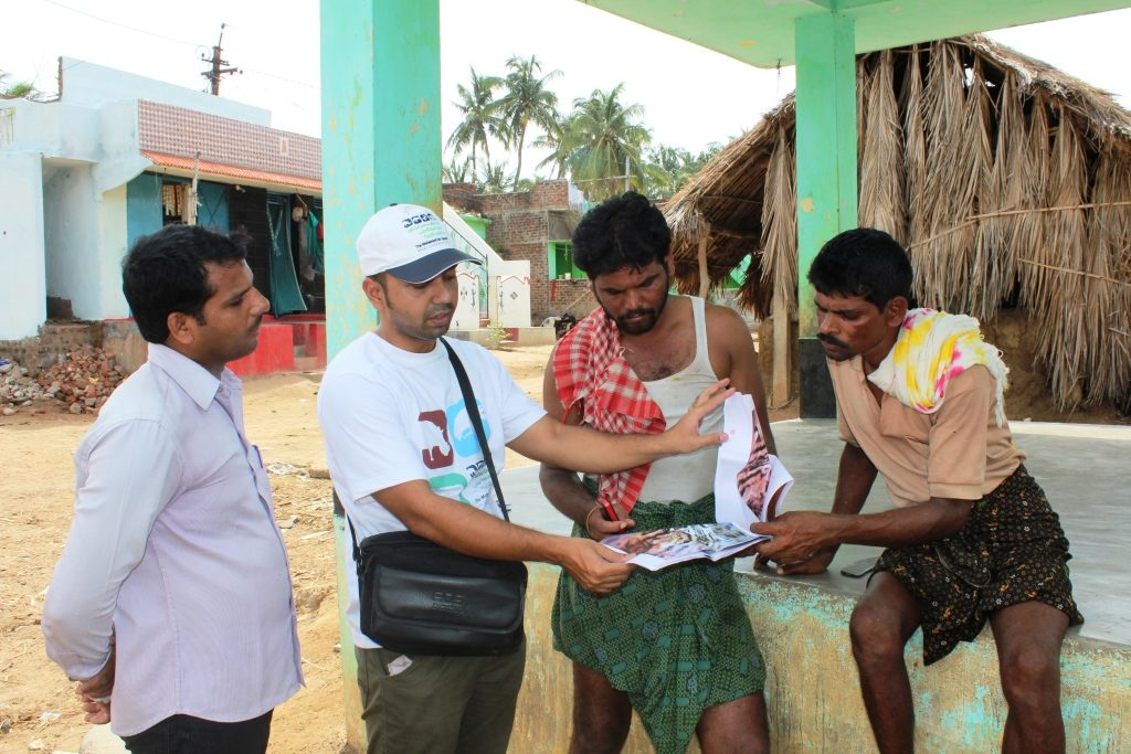 murthy-enquiring-local-villagers-about-fishing-cats